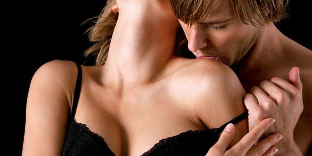 парень целует соски девушке фото архив