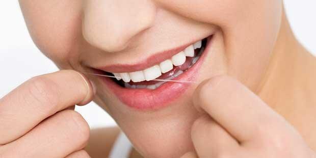 Benutzen von Zahnseide kann das Leben verlängern