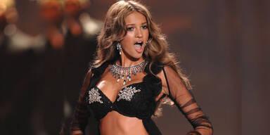 Kylie Bisutti vs. Victoria's Secret