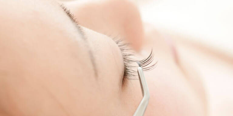Die Gefahr von falschen Wimpern