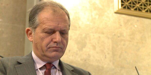 Prozess: Karas belastet Strasser schwer