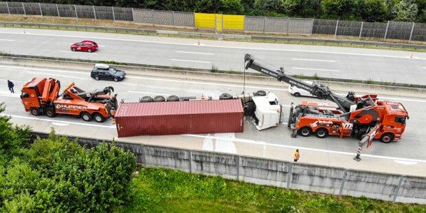 Crash auf 140-km/h-Teststrecke: A1 gesperrt