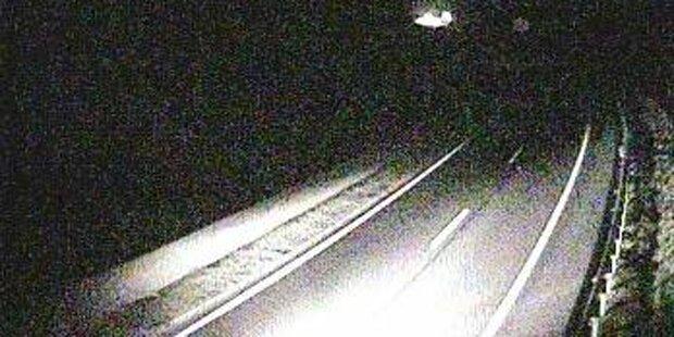 Geisterfahrer crasht mit BMW zwei Fahrzeuge und flüchtet