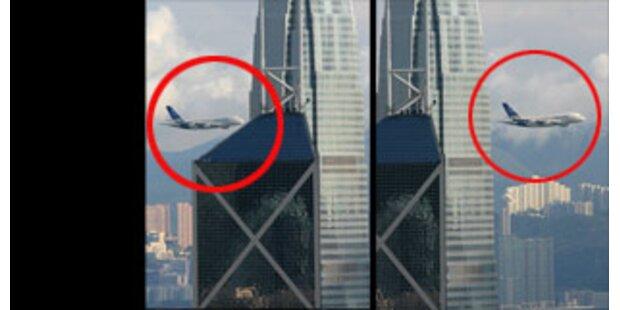 A380 flog vor Hongkonger Kulisse