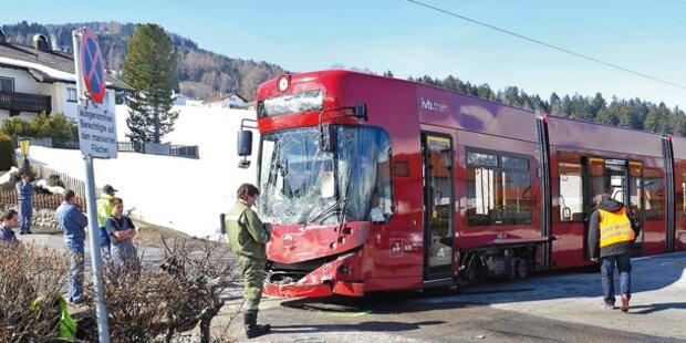 Tram rammte Post-Bus