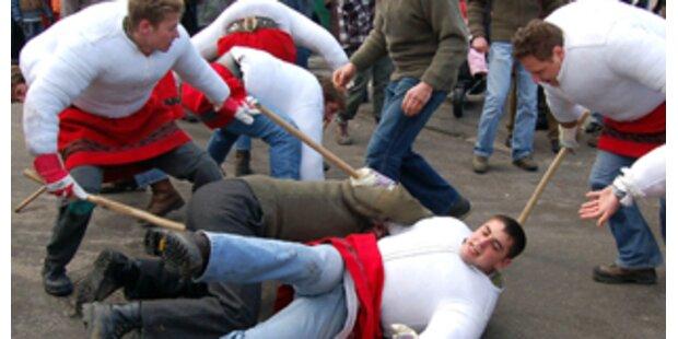 Fasching - Massenschlägereien und Vandalismus