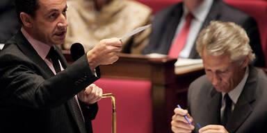 Innenminister Nicolas Sarkozy (li.), Premierminister Dominique de Villepin. (c) AFP