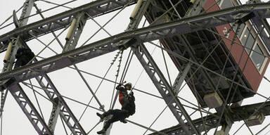 Spektakulärer Wega-Einsatz am Riesenrad sorgt für Aufsehen