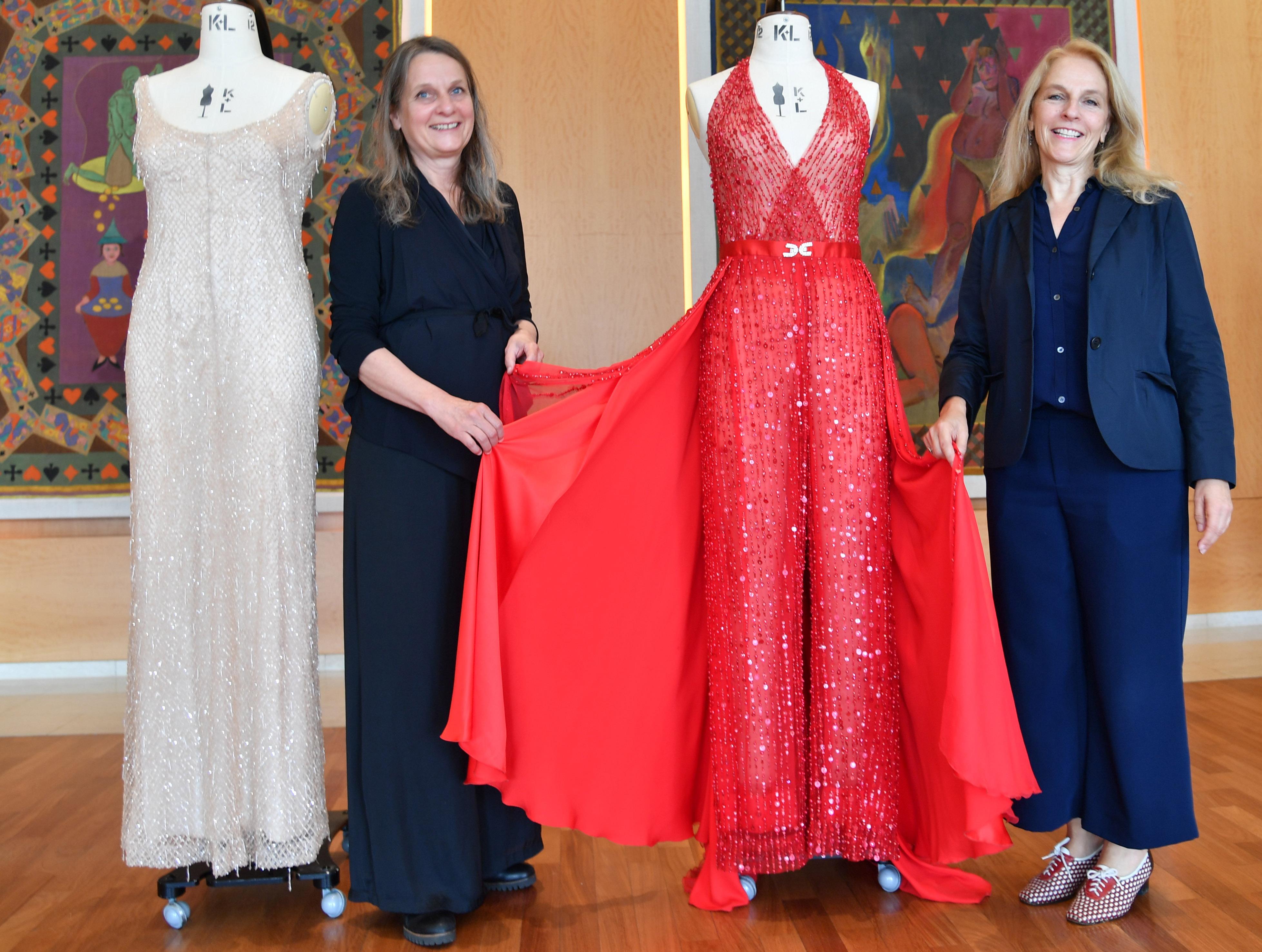 Jedermann-Kostümbildnerin Renate Martin und Bettina Hering Die Kleider der Buhlschaft