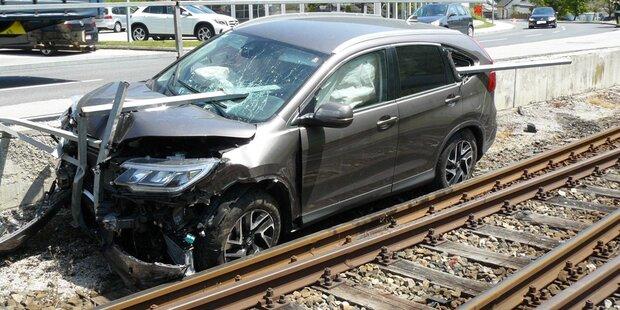 Horror-Crash: Eisenstange bohrte sich in Auto