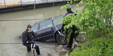 Auto aus der Donau gefischt