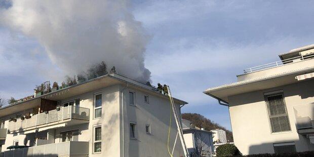 Balkonbrand fordert Verletzte: Rauchsäule über Graz