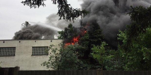 Großeinsatz nach Brand in Wiener Lagerhalle