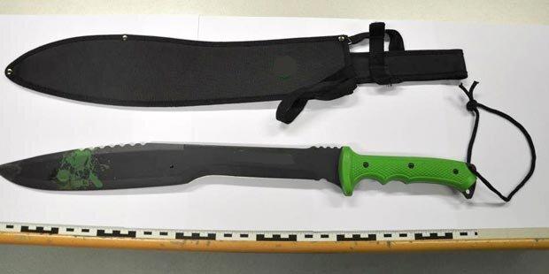 31-Jähriger attackiert zwei Männer mit Machete