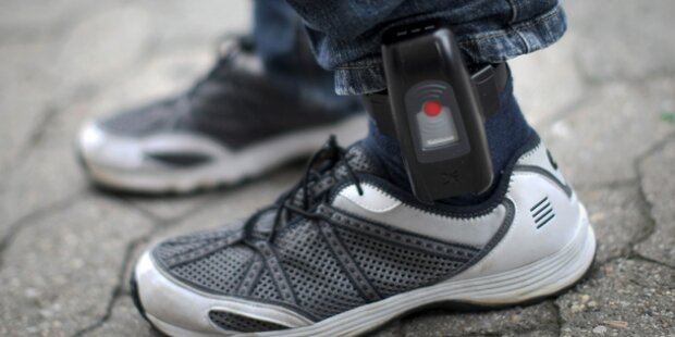 Sex-Täter fährt mit Fußfessel als Taxler