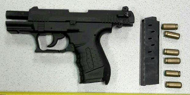 Tankwart von Kunde mit Waffe bedroht