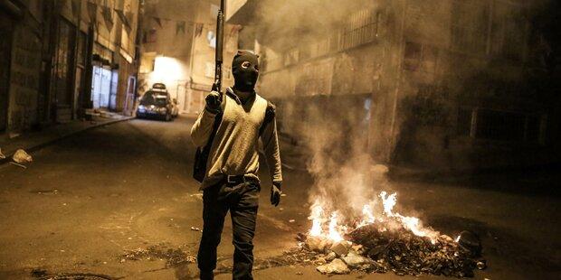 Über 100 Tote bei Kämpfen in Türkei