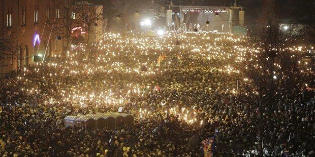 Zehntausende trauern um Terroropfer