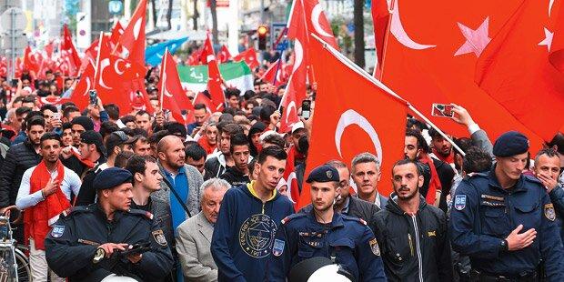 Illegale Türken-Demos kosten 57.000 Euro