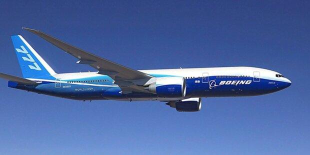 Boeing mit brennendem Triebwerk gelandet