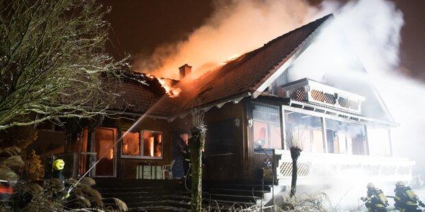 Mysteriöser Leichenfund bei Wohnhausbrand
