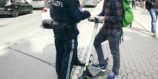 Polizei E-Scooter