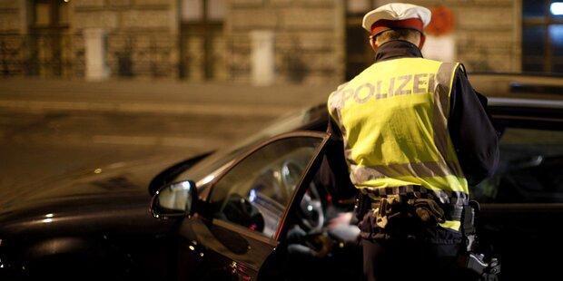 Polizist kracht unter Alkoholeinfluss in Polizeikontrolle