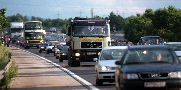 Kilometerlanger Stau nach Autobus-Unfall auf der Südautobahn