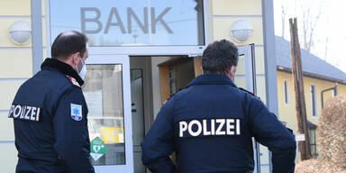 Banküberfall im Innviertel - Täter auf der Flucht