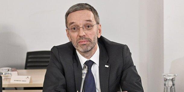 Kickl zu Skandal-Asylheim: 'Zaun nicht unvernünftig'