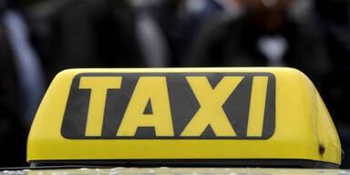 Lastwagen rast in Taxi - und fährt weiter