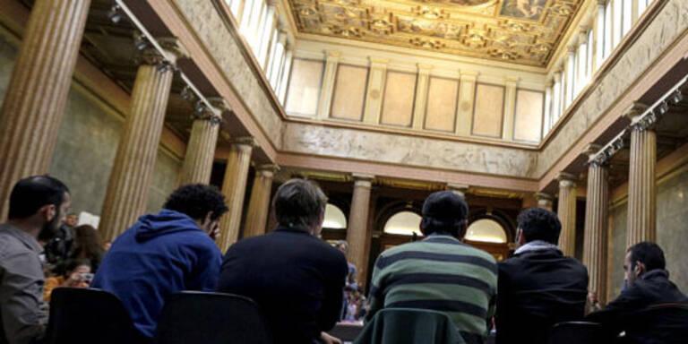 """Flüchtlinge: """"Uni bleibt besetzt"""""""
