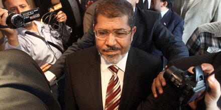 Ägyptens Ex-Präsident brach vor Gericht zusammen & starb