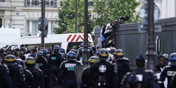 Forderung nach Aufenthaltserlaubnis: Hunderte Migranten besetzen Pariser Pantheon