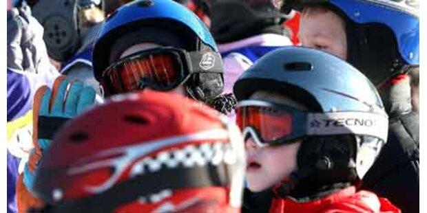 Tirol und Vlbg. prüfen Skihelmpflicht