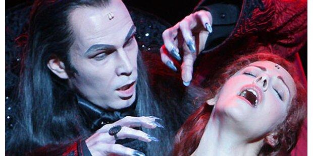 Vampire beißen zu in düsterer Welt