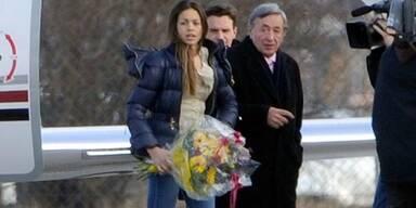 Ruby Rubacuori und Richard Lugner am Flughafen Wien Schwechat
