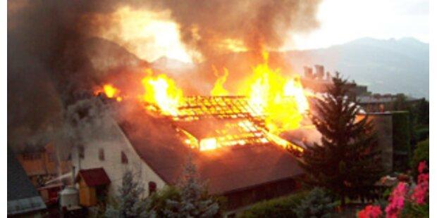 Blitz setzte Häuser in Brand