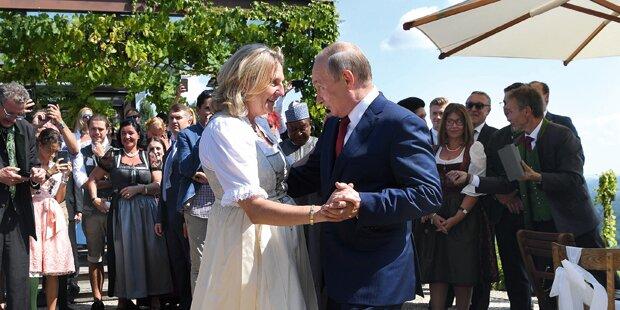Was Außenministerin Kneissl in Moskau unterzeichnet