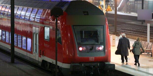 Regionalzug crashte mit 170 Passagieren in Baum