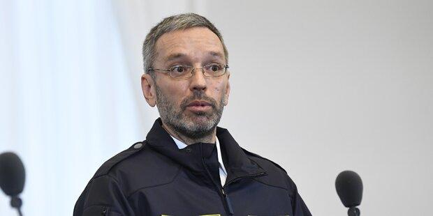 Böhmermann spottet über Kickl-Uniform