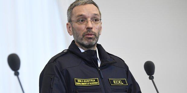 Kickl: Auftritt in 'Polizei-Uniform'