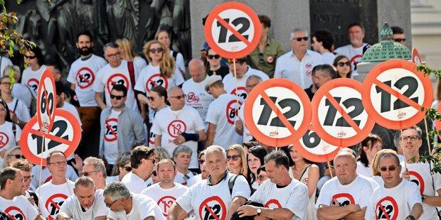 Plan: NGO soll ein Volksbegehren gegen 12-Stunden-Tag organisieren