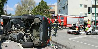 Fünf Verletzte bei Horror-Crash in Maria Enzersdorf