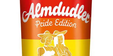 Almdudler bringt  homosexuelles Paar auf Flasche
