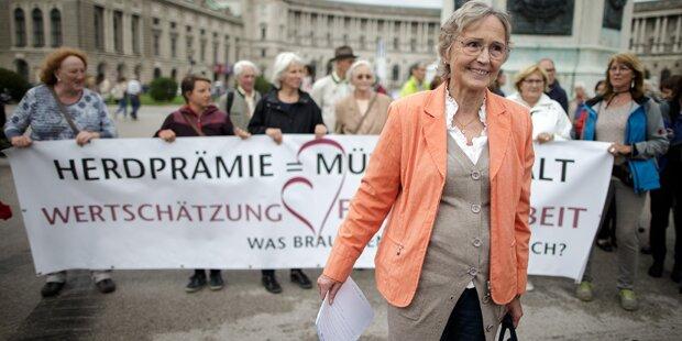 'Revoluzzer-Oma' nach Nazi-Vorwürfen gekündigt
