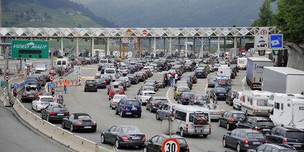 Stau-Alarm: Urlauberkolonnen rollen über Brenner
