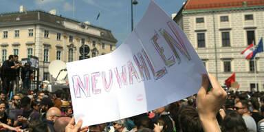 Neuwahl fix! So jubeln Demonstranten