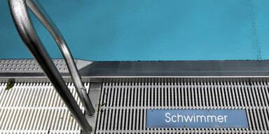 14-Jähriger geht im Pool unter - Bademeister rettet ihn