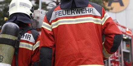 Holzhütte explodiert: Vier Buben teils schwer verletzt